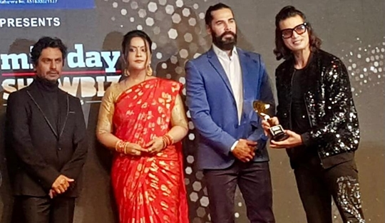 Actor Mukesh J Bharti & Producer Manju Bharti fecilated by Midday Showbiz Icon Award 2020